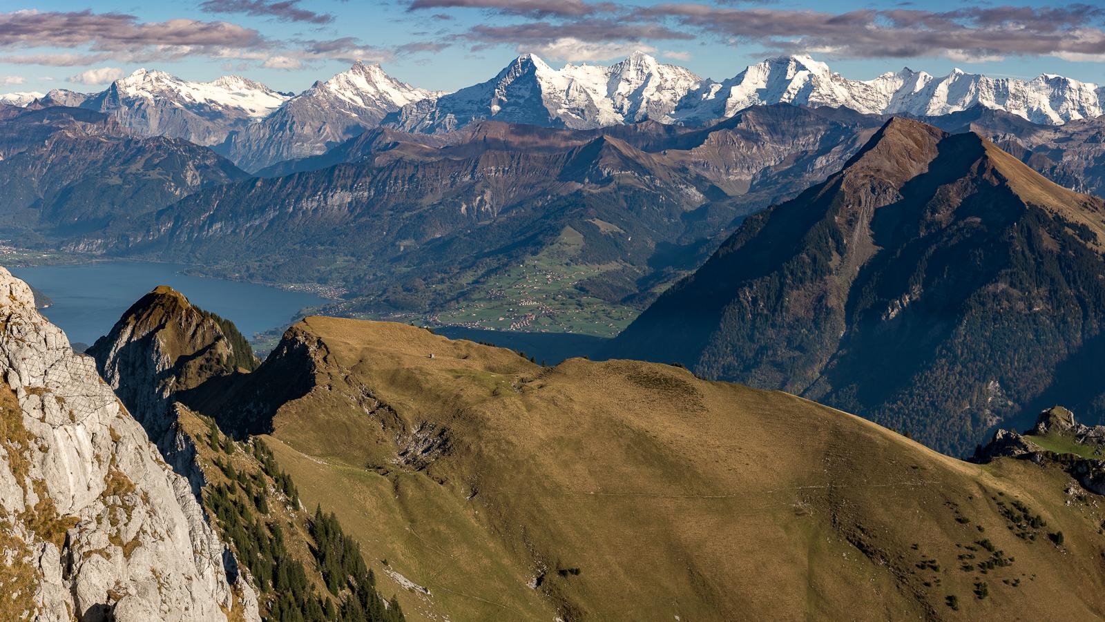 Thuner Seen, Eiger, Mönch und Jungfrau, Niesen